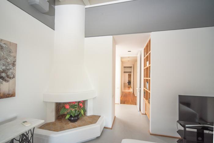 villaskyline-corfu-bedroom-fireplace